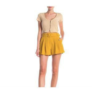 Elodie Belted Pleated Shorts L Mustard Loose Fit